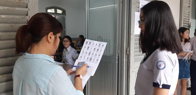 Thí sinh hào hứng làm thủ tục nhập thi THPT quốc gia 2019 ảnh 13