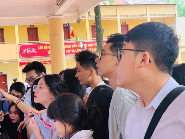 Thí sinh hào hứng làm thủ tục nhập thi THPT quốc gia 2019 ảnh 21