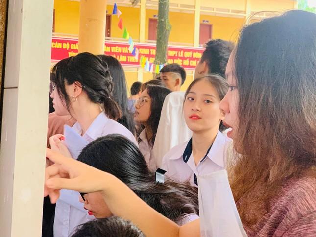 Thí sinh hào hứng làm thủ tục nhập thi THPT quốc gia 2019 ảnh 20