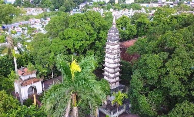 Tháp Phổ Minh do vua nào xây dựng?
