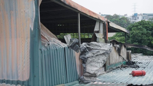 Ngôi nhà trong ngõ ở Hà Nội cháy lớn, 3 bà cháu tử vong ảnh 2
