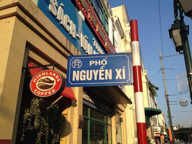 Con phố mang tên Nguyễn Xí ở trung tâm Hà Nội nổi tiếng là gì?