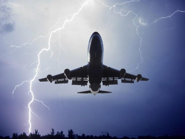 1001 thắc mắc: Vì sao máy bay không 'sợ' sét? ảnh 1