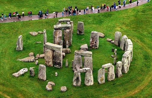 1001 thắc mắc: Vách đá ở đâu cứ 30 năm lại... 'đẻ trứng'? ảnh 1