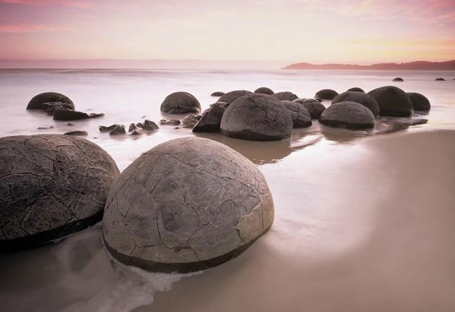 1001 thắc mắc: Vách đá ở đâu cứ 30 năm lại... 'đẻ trứng'? ảnh 2