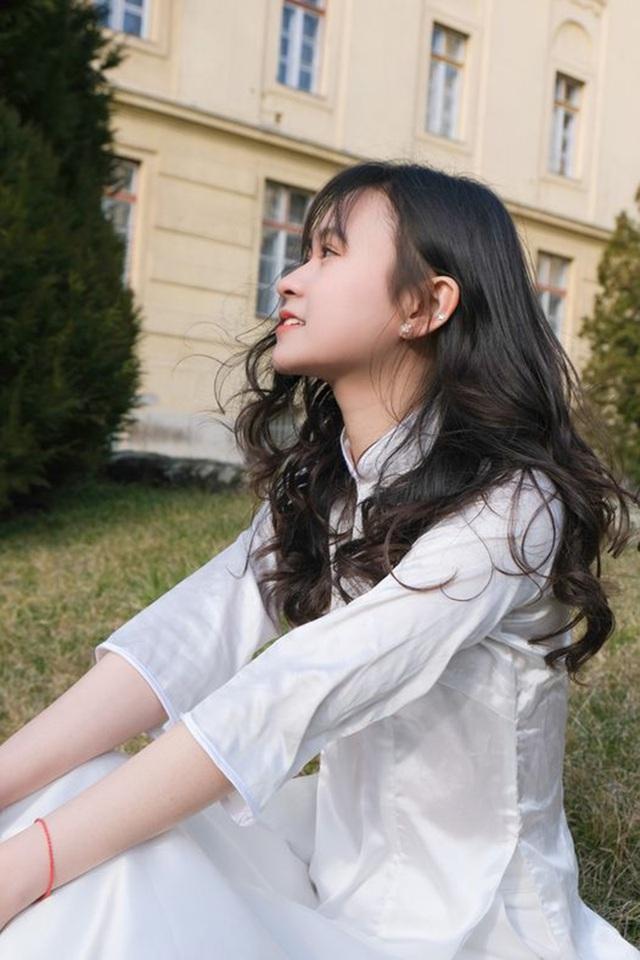 Nữ sinh Lạng Sơn 'đẹp không tì vết' đăng quang Hoa khôi du học sinh Việt tại Hungary ảnh 1