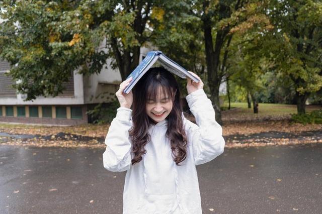 Nữ sinh Lạng Sơn 'đẹp không tì vết' đăng quang Hoa khôi du học sinh Việt tại Hungary ảnh 5