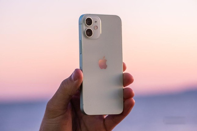 Đại lý đua nhau xả hàng, giá bán iPhone 12 Mini 'chạm đáy' tại Việt Nam ảnh 2