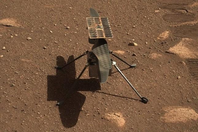 Trực thăng NASA chụp bức ảnh màu đầu tiên trên sao Hỏa ảnh 1
