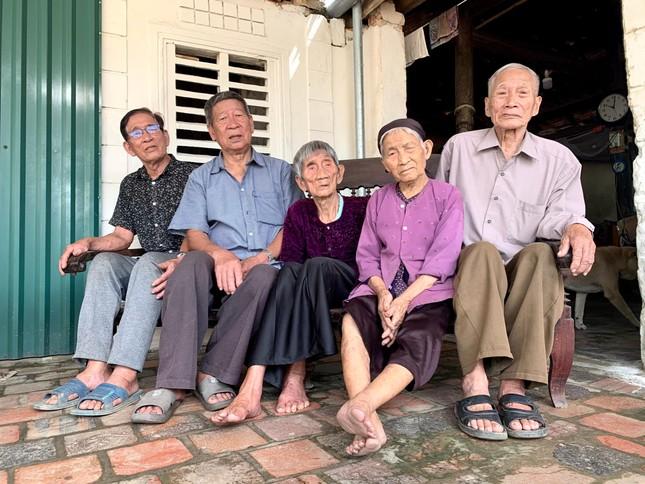 Bí quyết sống khoẻ của 5 chị em ruột tuổi trung bình hơn 90 ở Hà Tĩnh ảnh 1