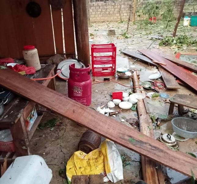 Lốc xoáy kèm mưa đá gây thiệt hại nặng ở huyện biên giới Nghệ An ảnh 1