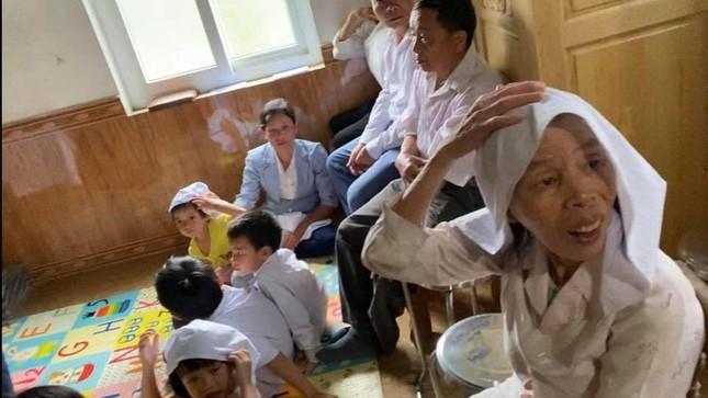 Phát hiện nhiều người lớn, trẻ nhỏ đang thực hiện nghi lễ 'Hội thánh Đức chúa trời mẹ' ảnh 2