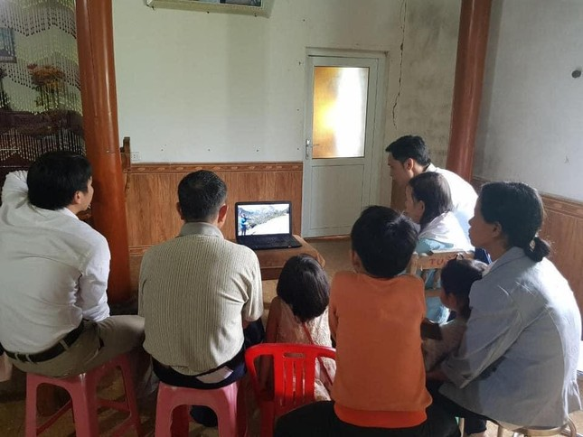 Phát hiện nhiều người lớn, trẻ nhỏ đang thực hiện nghi lễ 'Hội thánh Đức chúa trời mẹ' ảnh 1