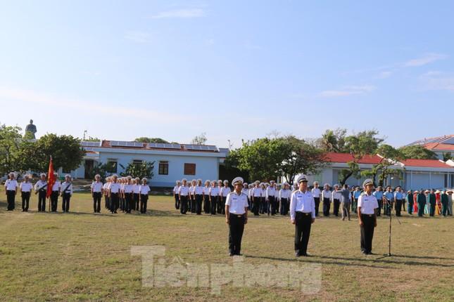 Trang nghiêm lễ chào cờ Tổ quốc trên quần đảo Trường Sa ảnh 2