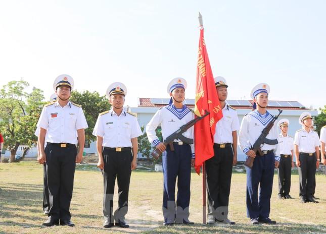 Trang nghiêm lễ chào cờ Tổ quốc trên quần đảo Trường Sa ảnh 3