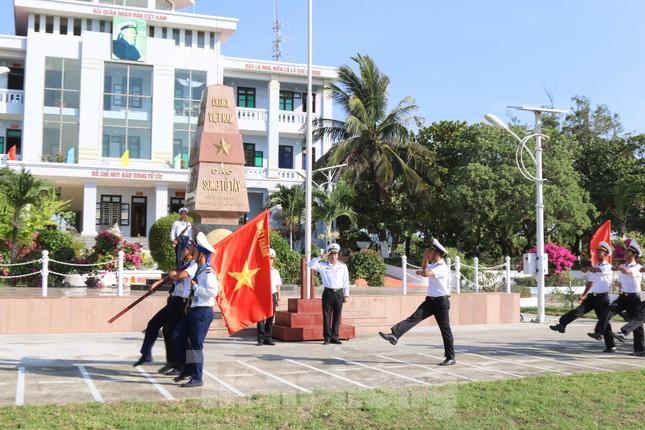 Trang nghiêm lễ chào cờ Tổ quốc trên quần đảo Trường Sa ảnh 5