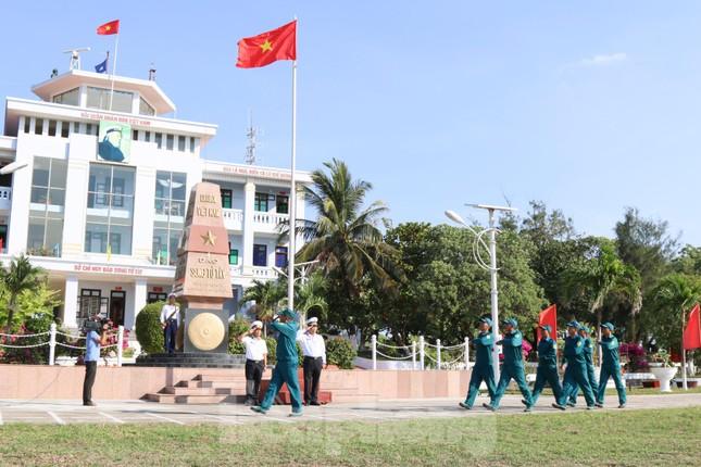 Trang nghiêm lễ chào cờ Tổ quốc trên quần đảo Trường Sa ảnh 8