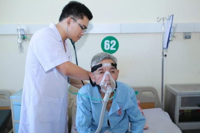 Chàng bác sỹ dân tộc Thổ hết lòng vì người bệnh ảnh 2