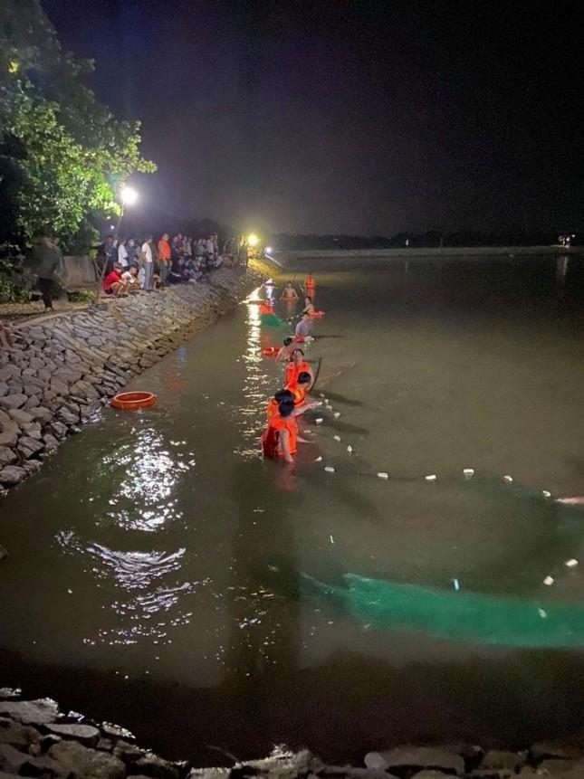 Giăng lưới tìm nam sinh Hà Tĩnh đuối nước dưới hồ điều hòa ảnh 1
