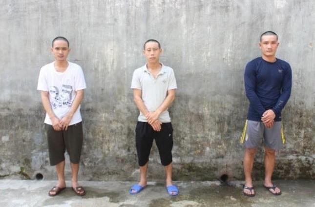 Em trai bị bắt liên quan ma túy, người anh dùng dao uy hiếp công an ảnh 1
