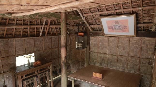 Trẻ em mặc áo đỏ sao vàng thả tim tại làng Sen quê Bác ảnh 6