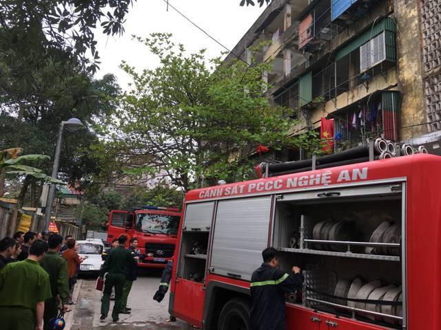 Hàng trăm người bỏ chạy tán loạn khi lửa bùng phát ở chung cư ảnh 4