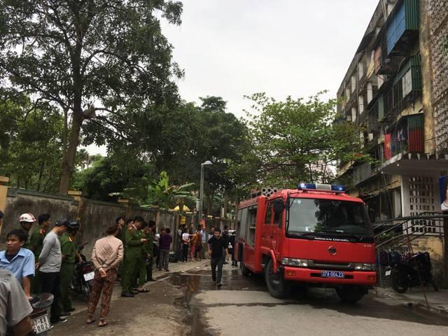 Hàng trăm người bỏ chạy tán loạn khi lửa bùng phát ở chung cư ảnh 2