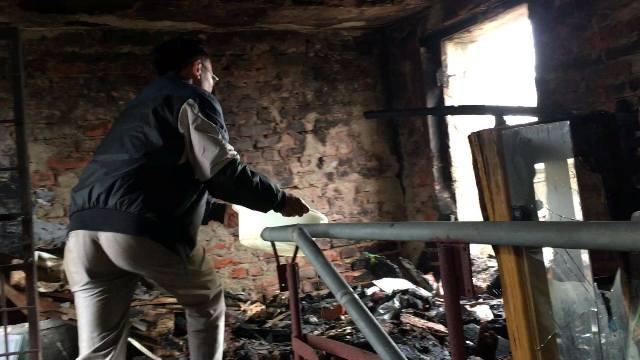 Hàng trăm người bỏ chạy tán loạn khi lửa bùng phát ở chung cư ảnh 3