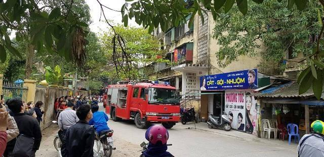 Hàng trăm người bỏ chạy tán loạn khi lửa bùng phát ở chung cư ảnh 1