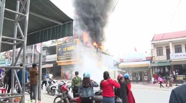 Chập điện máy nổ, cửa hàng điện tử bốc cháy ngùn ngụt ảnh 3