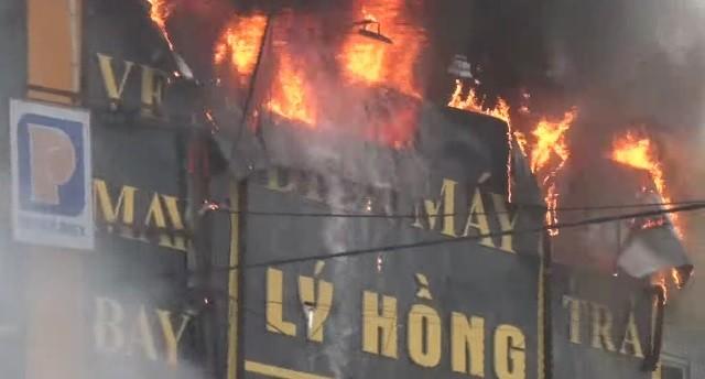 Chập điện máy nổ, cửa hàng điện tử bốc cháy ngùn ngụt ảnh 5