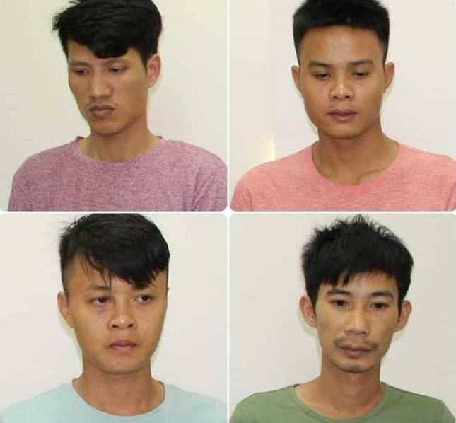 Ba thanh niên cướp giật điện thoại của hàng loạt phụ nữ trên đường ảnh 1