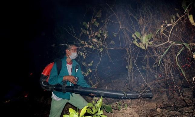 Hơn 1.000 người lên núi ở Nghệ An dập biển lửa ảnh 3