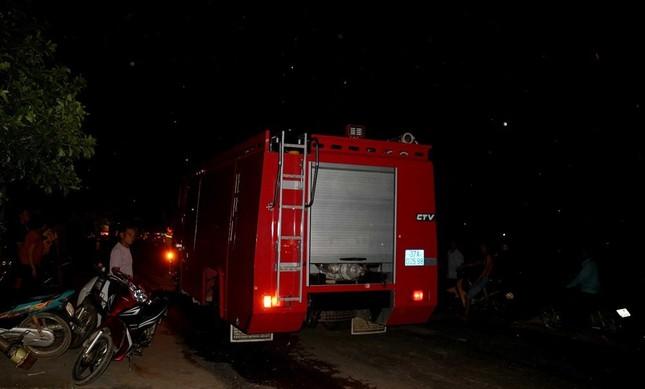 Hơn 1.000 người lên núi ở Nghệ An dập biển lửa ảnh 2