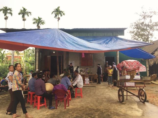 Xóm nghèo nơi 3 học sinh đuối nước tử vong buồn trĩu đại tang ảnh 2
