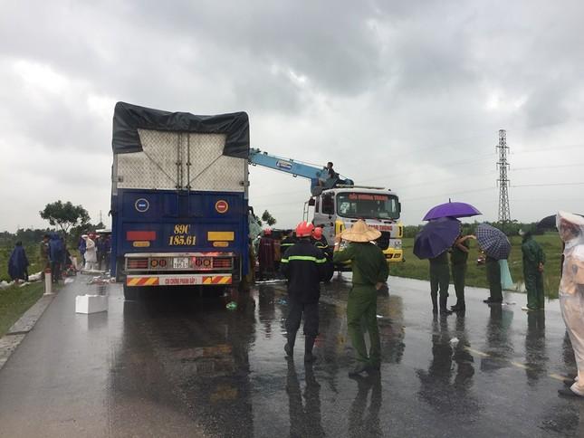 Xe khách đấu đầu xe tải khiến một người chết, hàng chục người bị thương ảnh 2