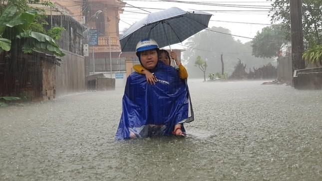Thành Vinh 'thất thủ' sau trận mưa xối xả ảnh 2