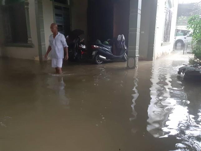 Thành Vinh 'thất thủ' sau trận mưa xối xả ảnh 9