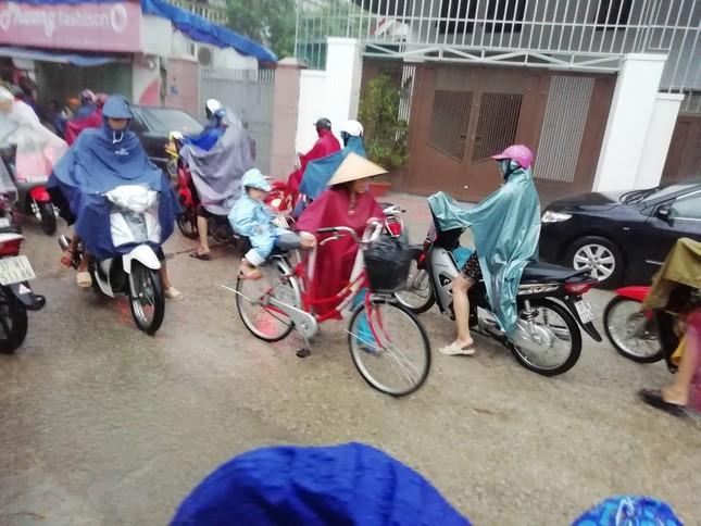 Ngập lụt diện rộng, hàng loạt trường ở Nghệ An thông báo học sinh nghỉ học ảnh 1