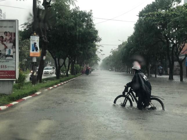 Thành Vinh 'thất thủ' sau trận mưa xối xả ảnh 3