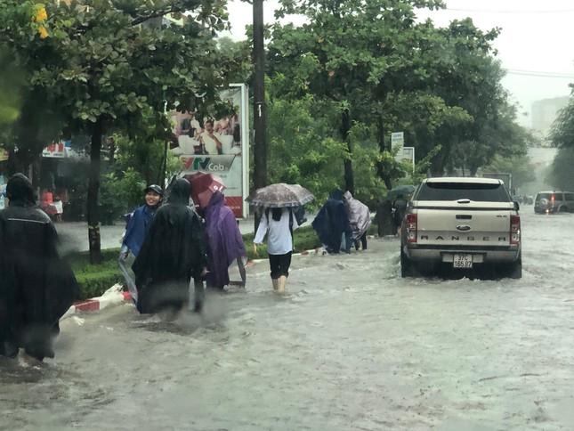 Thành Vinh 'thất thủ' sau trận mưa xối xả ảnh 4