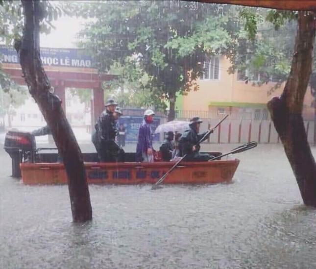 Thành Vinh 'thất thủ' sau trận mưa xối xả ảnh 8