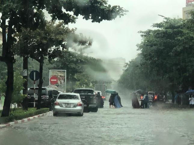 Thành Vinh 'thất thủ' sau trận mưa xối xả ảnh 6