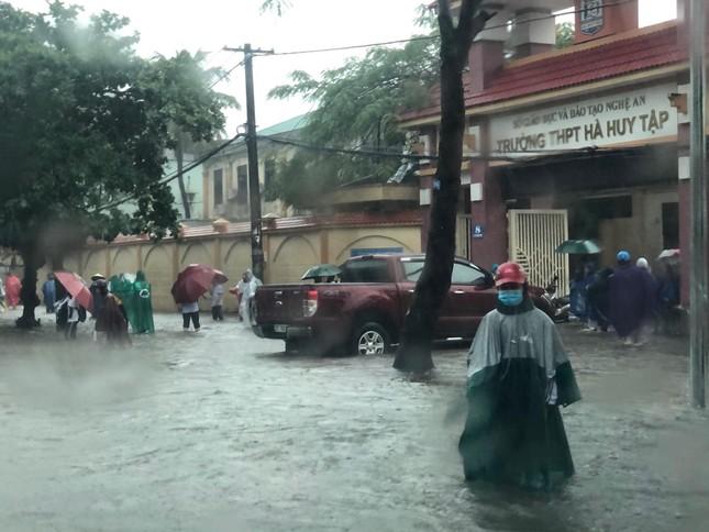 Thành Vinh 'thất thủ' sau trận mưa xối xả ảnh 7