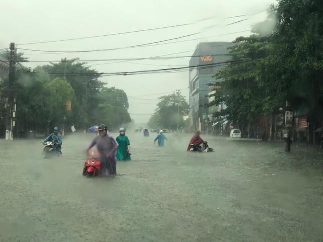 Thành Vinh 'thất thủ' sau trận mưa xối xả ảnh 1
