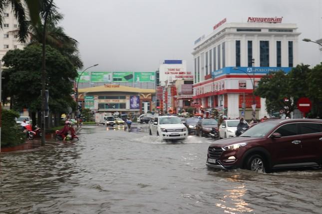 Mưa cực lớn kéo dài ở Nghệ An, đường phố thành 'sông' ảnh 3