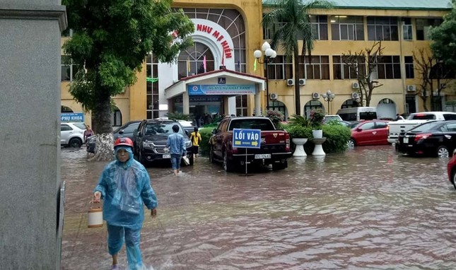 Mưa cực lớn kéo dài ở Nghệ An, đường phố thành 'sông' ảnh 10