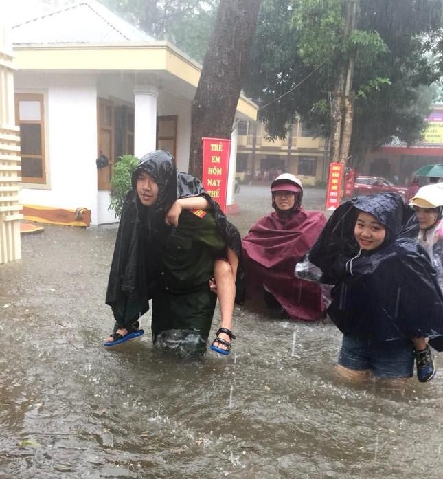 Hàng ngàn ngôi nhà ở Nghệ An bị ngập, 3 người chết do mưa lũ ảnh 1