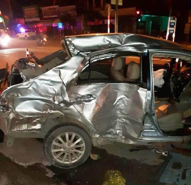 Xe khách đâm nát ô tô con ở Nghệ An, 3 người tử vong tại chỗ ảnh 1