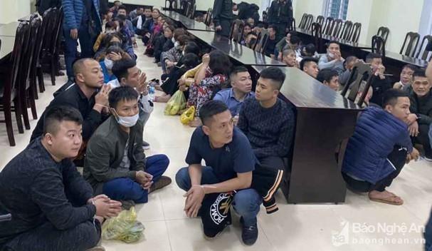 Tin mới vụ sới bạc 'khủng' trong quán karaoke ở Nghệ An ảnh 2